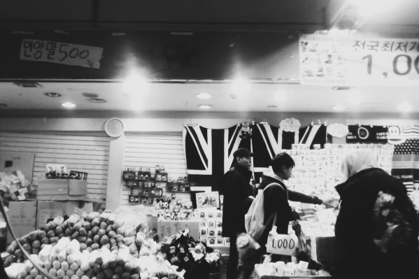 A typical shop in Seoul's subway linkway