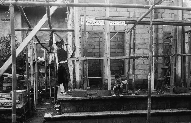 balinese man construcing balinese village house.jpg